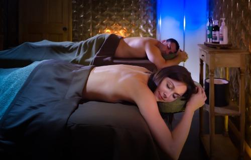 יתרונות העיסוי הטנטרי לשיפור הזוגיות והתשוקה